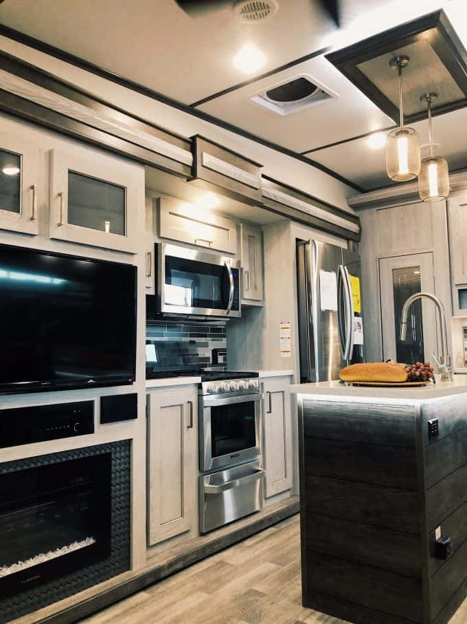 2020 Keystone Montana High Country 295rl Fifth Wheel