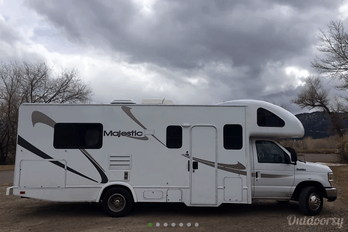 Motorhome Rentals Near Yellowstone National Park